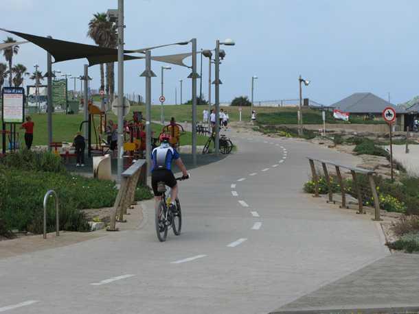 כל אסון מתחיל ברעיון טוב אחד. תחילת הטיילת בחוף תל-ברוך. צילום: רוני נאק