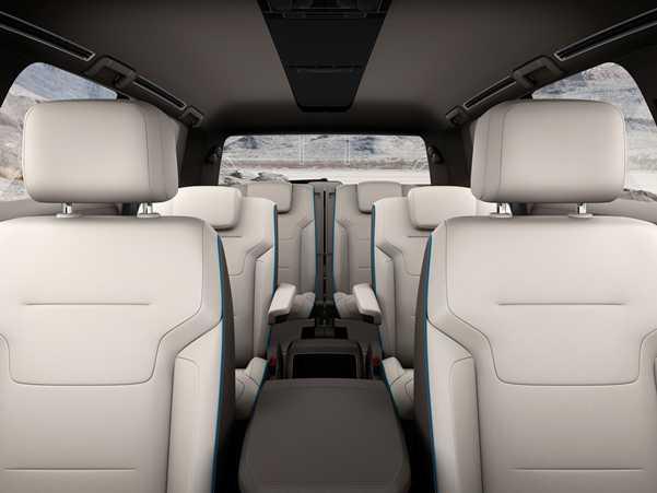 פולקסוואגן CrossBlue. שבעה מושבים. קטן יותר מטוארג, גדול יותר מטיגואן ועם הנעה דיזל-היברידית. צילום: VW