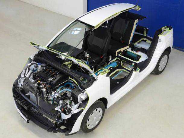 פיג'ו וסיטרואן מונעות בלחץ אוויר. קונצרן PSA טוען כי הטכנולוגיה בשלה וכי יתעתד להתחיל ייצור סדרתי של מכונית היברידית דלק/אוויר כבר ב-2016. צילום: פיז'ו-סיטרואן