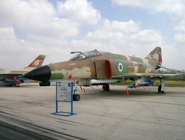 פאנטום ישראלי - קורנס - אחד ממטוסי הקרב הגדולים של חיל האוויר הישראלי ואחד מפריטי הייצוא המוצלחים של תעשיית הבטחון האמריקאית. צילום: האנציקלופדיה החופשית