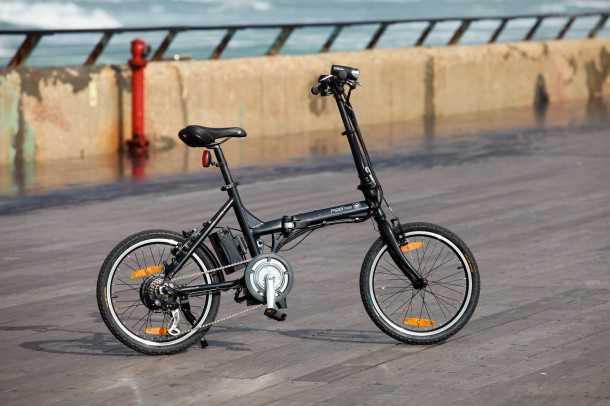 """אופניים חשמליים A2B EDGE. האופניים החשמליים הקלים בקבוצה. רק 17 ק""""ג. טווח של 40 ק""""מ ומעבירי הילוכים SRAM. צילום: רונן טופלברג"""