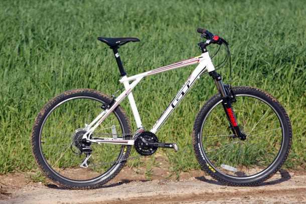 מבחן אופניים GT Avalanche 4.0. שלדת המשולשים המוכרת של אופני GT עם איבזור בסיסי ומחיר של 2,050 שקלים. צילום: פז בר
