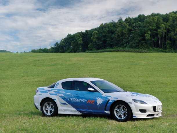 מאזדה RX8. המכונית הסדרתית האחרונה - והיחידה - עם מנוע וונקל. האם היא צפויה להתקמבק באריזה מימנית? צילום: מאזדה