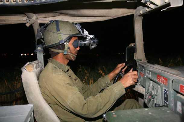 """בית הנספר לנהיגה מבצעית בצהל. אין אורות יש אמר""""ל - אין ראיית עומק יש פגוש פלדה! צילום: רמי גלבוע"""
