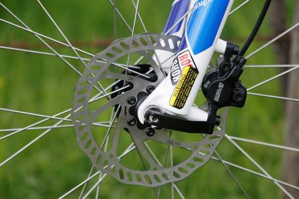 מבחן אופניים GT KARAKORAM. מעצורי TEKTRO מצויינים ומזלג קדמי סביר שלפעמים מתפתל ולפעמים מתקשה לעמוד בקצב שהשלדה והגלגלים מסוגלים לייצר. צילום: פז בר