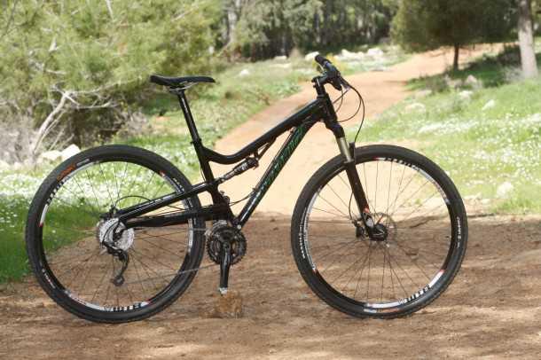 מבחן אופניים סנטה קרוז סופרלייט 29. מבנה שלדה קל אך חסון, איבזור היקפי טוב והתוצאה מהירות על השביל וארנק מרוצה. צילום: פז בר