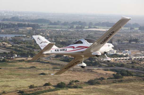 טיסה בסטינג S4. למרות הרוח החזקה והמשבים, חווית הטיסה בסטינג חיובית מאד. לא מעט בזכות ראות מעולה החוצה. צילום: תומר פדר