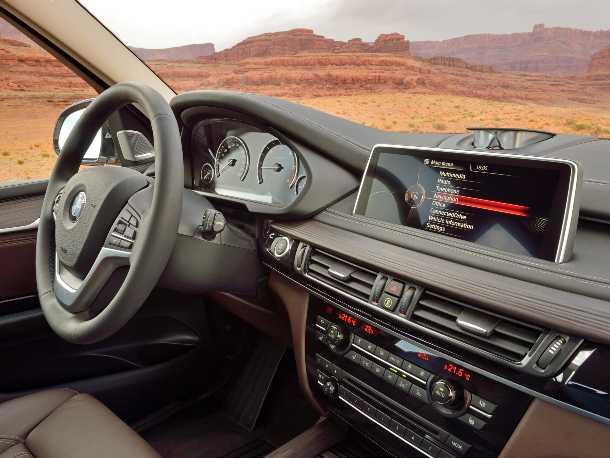 """ב.מ.וו X5 חדש. 100 ק""""ג פחות, מנועים מחוזקים ומערכת הנעה כפולה מעודכנת. גם הפנים נראה אחרת והייצור - עדיין - בארה""""ב. צילום: ב.מ.וו"""
