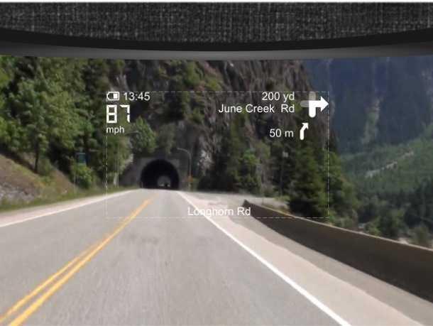 """קסדת אופנוע עם תצוגת ניווט. לא רק לטייסי מסק""""רים! סטארט אפ חדש משלב מערכת ניווט בקסדת אופנוע. המידע  מוקרן על המשקף. צילום: LIVE MAP"""