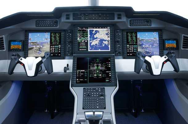 פילאטוס PC-24. כל הטכנולוגיה שצריך כדי שטייס יחיד יוכל להתמודד עם ההטסה. וזה כולל ראיה סינטית, מערכת ניהול טיסה מתקדמת, והתראה מסכנת התנגשות. כך תוכל להטיס עצמך ב-450 קשרים כמעט לכל יעד בטווח של 3,500 קילומטרים מכאן. צילום: פילאטוס