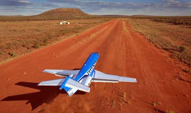 פילאטוס PC-24 נוחת בשטח. עם יכולת ייחודית לנחות ולהמריא במרחקים קצרים ועל מסלולים כמו זה, נפתחים בפני בעלין העתידיים עשרות אלפי מנחתים ברחבי העולם - חלומו של כל סוחר נשק...צילום: פילאטוס