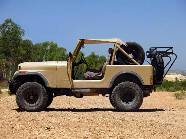 אין יפים ממנו. ג'יפ CJ7 קלאסי ושמור מאד - סמל הג'יפאות, הרכב שהתחיל את הכל, הרכב שאנשי השטח חולמים עליו בלילות. צילום: רמי גלבוע