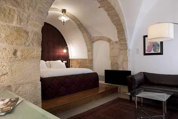 מלון אלגרה בעין כרם. שבעה סוויטות אינטימיות מעוצבות באיזון ומתח נהדרים בין בית האבן הקלאסי לאדריכלות המודרנית. צילום באדיבות מלון אלגרה