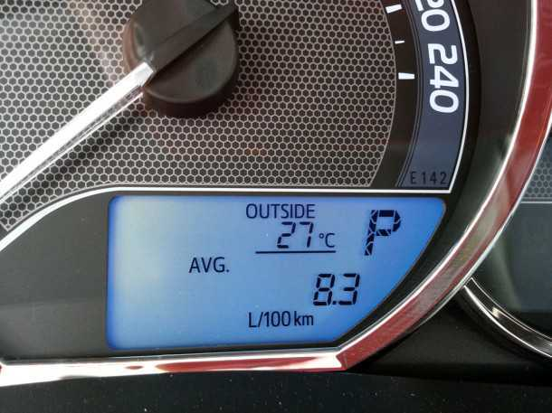 """בייקמוביל מבחן רכב טויוטה קורולה החדשה. קצת יותר מ-12 ק""""מ לליטר בנהיגה נמרצת של יום שישי מוקדם מאד בבוקר. צילום: רוני נאק"""