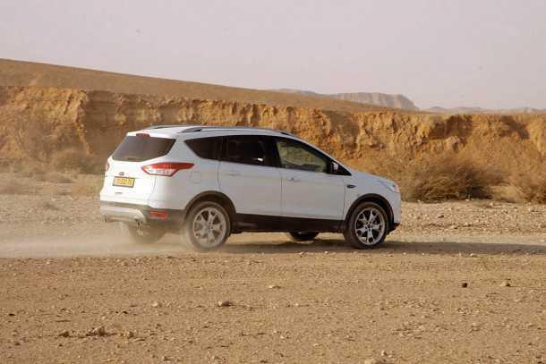 מבחן רכב פורד קוגה. נמרץ וחזק. מערכת הנעה כפולה יעילה אבל הכי זללן וחישוקי הגלגלים הגדולים פוגמים בנוחות. צילום: רוני נאק