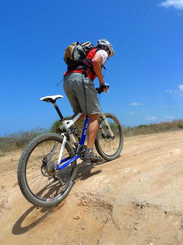מבחן אופניים אידאל VSR COMP. משקל קל והורדת כוח טובה לקרקע. צילום: פז בר