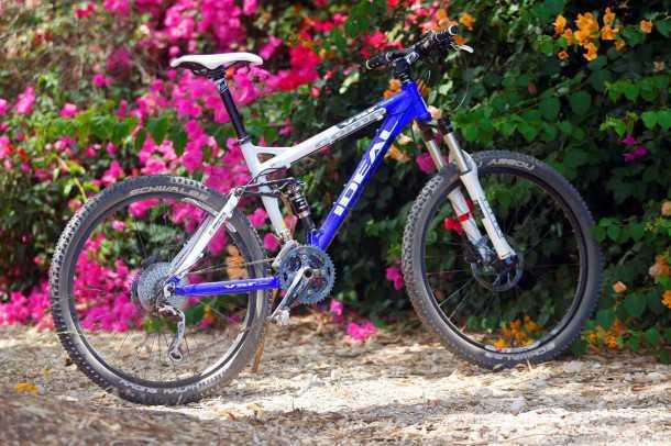 מבחן אופניים אידאל VSR COMP. אופני XC תחרותיים, קלים, מצוידים יפה ולא יקרעו לך את הארנק. 26 אינץ' אמנם כבר לא באופנה אבל נורא כיפיים. צילום: פז בר
