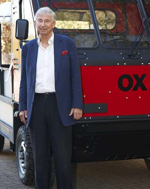 זה סר נורמן טורקוויל והוא רוצה לעזור לעולם השלישי באמצעות רכב עבודה זול לייצור ועמיד בתנאי השטח הקשים של אפריקה. צילום: יצרן