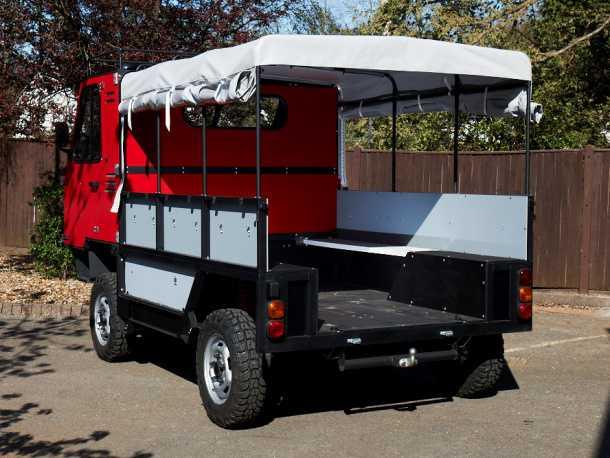 רכב עבודה קשוח לעולם השלישי. מסוגל להוביל 13 פועלים לשדות הטבק או יחידת מורדים לפשיטה על מכרה יהלומים. רוצים לעזור לאפריקה? צילום: יצרן