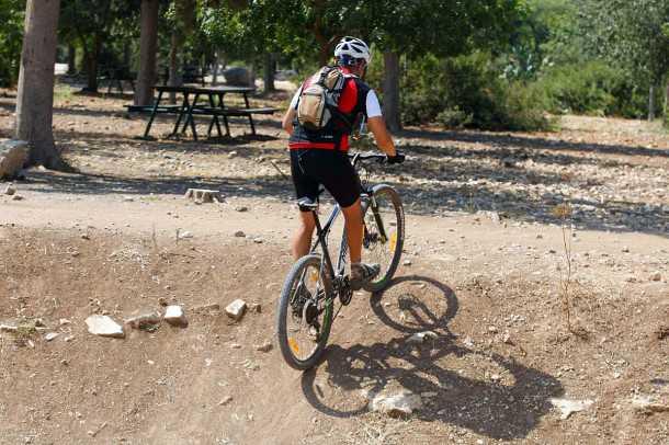 מבחן אופניים מרידה ביג 7. בטיפוס האחיזה מאחור טובה, יחסי ההעברה קצרים מספיק כדי להוריד מומנט רב לקרקע. צילום: פז בר