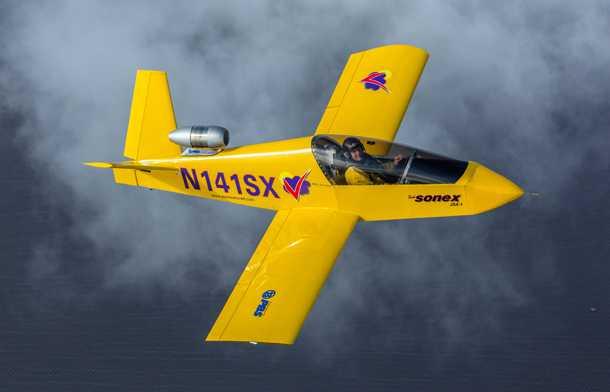 """מטוס סילון בבניה עצמית. גוף אלומיניום, מנוע סילון - SUBSONEX ישייט על 370 קמ""""ש. צילום: SONEX"""