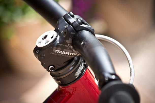 סטם טרווואטיב הולצפלר. חזק, קל וסקסי - הסטם הזה יהדק את הקשר שלך עם האופניים - ישפר את דיוק ההיגוי ואת העמידות מנחיתות בדרופים בשטח. צילום: אמאזון