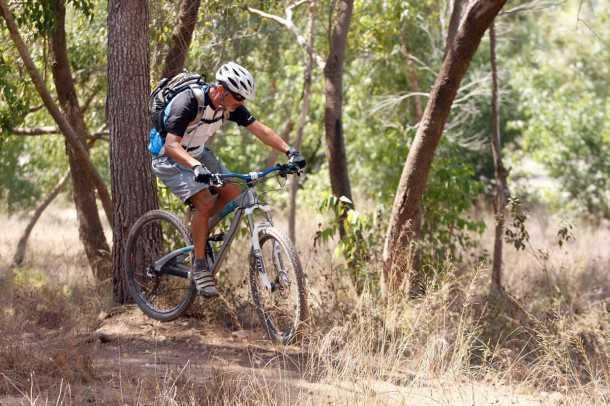 """מבחן אופניים YETI SB95. ככל שתהיה אגרסיבי יותר כך YETI יתגמלו אותך יותר. לבעלי כיס עמוק יותר יש גם גרסת קרבון קלה יותר בכ-2.0 ק""""ג. צילום: פז בר"""