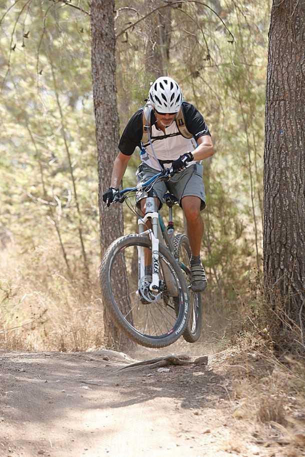 מבחן אופניים YETI SB95. ככל שתהיה אגרסיבי יותר כך YETI יתגמלו אותך יותר. המתלים מעולים, הבלמים נשכניים והשלדה, צייתנית ומחודדת. המשקל העצמי סביר והנוחות של מוט מושב הידראולי מבורך (אופציה) צילום: פז בר