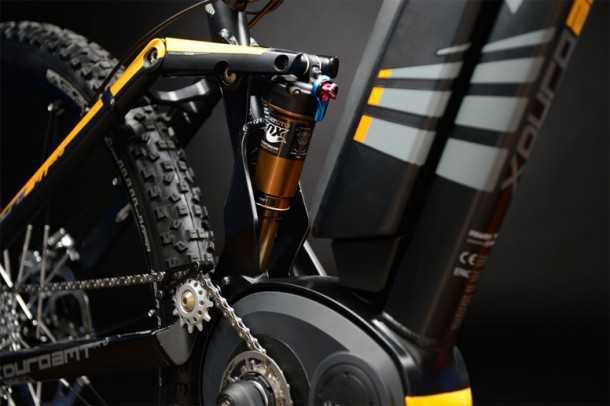 """אופני הרים עם מנוע עזר חשמלי. צילום תקריב על המנוע החשמלי של בוש אשר הפך לנפוץ בקרב יצרני האופניים באירופה. המשקל 21.1 ק""""ג למנוע הספק של 250 וואט - כחוק. צילום: HAIBIKE"""