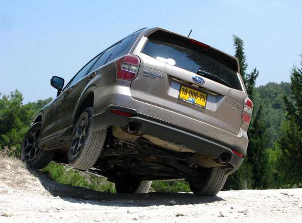 מבחן רכב סובארו פורסטר. מתג X-מוד, הופך את זולל האספלט לחרדון סלעים יעיל מאד. במקביל מפעיל אוטומטית את הגבלת המהירות במורד. צילום: רמי גלבוע