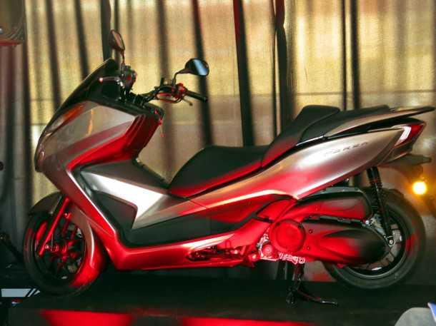 הונדה פרוזה 300. הזרקת דלק, אופציה ל-ABS, ממדים קומפקטיים, ביצועים וחיסכון טובים. המחיר 34 אלפי שקלים. צילום: פז בר