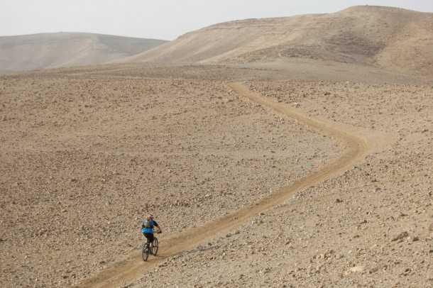 מכנסי רכיבה באגי BOLT. סבבה במדבר. צילום: פז בר