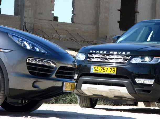 מבחן משווה פורשה קאיין מול ריינג רובר ספורט. שני כלי רכב מרשימים, ויקרים מאד, כל אחד מהם מגיע למבחן מכיוון אחר אבל רק אחד מנצח בו (רמז - זה ההוא מימין) צילום: רוני נאק