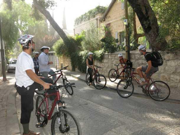 טיולי אופניים בירושלים עם מלון ענבל. מסלולי הרכיבה מודרכים ואינם דורשים כושר מיוחד או יכולת רכיבה יוצאת דופן. צילום: פז בר