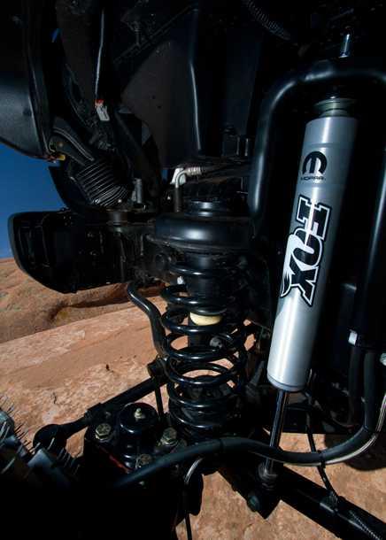 Jeep Wrangler Sand Trooper II. בולמי זעזועים של FOX, כננת, טבורי גלגל עם 8 ברגים וגלגלי 40 אינץ. צילום: JEEP