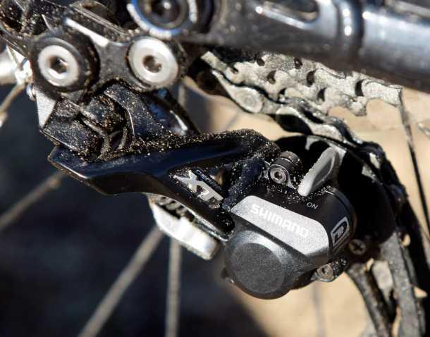 מבחן אופניים trek remedy 8. מעביר אחורי שימאנו XT עם מצמד. מנגן בדייקנות על קסטה עם 10 הילוכים. צילום: פז בר