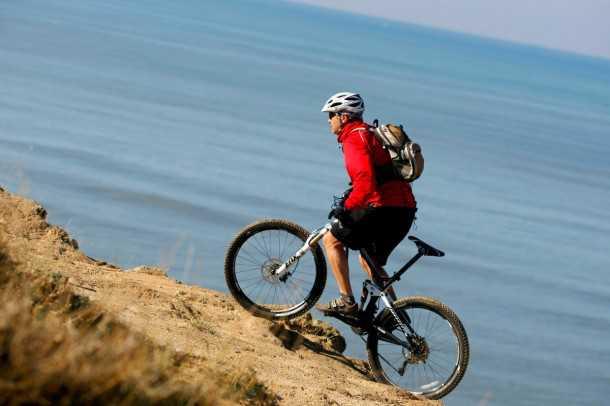 מבחן אופניים trek remedy 8. הורדת כוח יעילה בטיפוס, עם עקיבה טובה של הקרקע ובובינג מזערי - בולמי FOX עם CTD מועילים כאן. צילום: פז בר