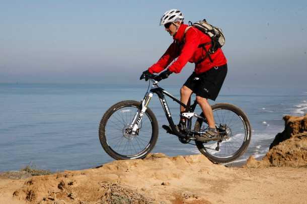 מבחן אופניים trek remedy 8. גם בגינות סלעים גדולות יותר מאלו הרמדי תקפו ישר ואפשרו לתקל את המכשול בקלות ובמהירות. צילום: פז בר