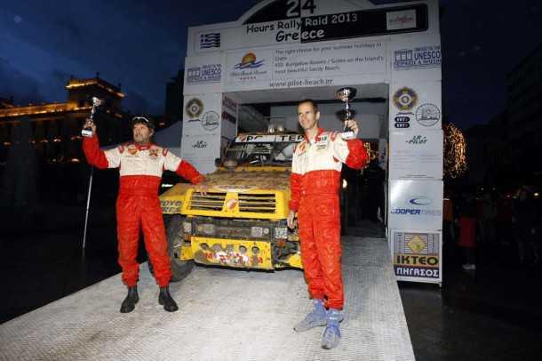 רז הימן (מימין) והלל סגל - צוות פוינטר שגריר, מקום שני במרתון 24 השעות של אתונה ומספיק נקודות כדי לזכות באליפות הבלקאן קאפ. צילום: פז בר