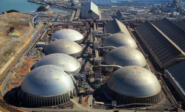 מפעלי הפלדה העצומים של יונדאי. שלושה כבשנים כשאחד מהם מוקדש רק לברזל ממוחזר. התרכובת של הברזל המיועד לרכב שמור בסוד. צילום: יונדאי