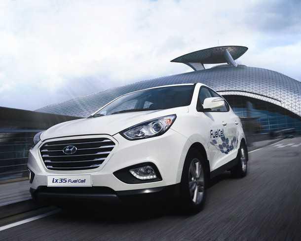 """יונדאי IX35 מונע בתא דלק. הנעה חשמלית ללא תלות היסטרית בעמדות טעינה וטווח וביצועים של מכונית """"אמיתית"""". אפשרי אצלנו רק כשיהיו תחנות תדלוק במימן. צילום: יונדאי"""