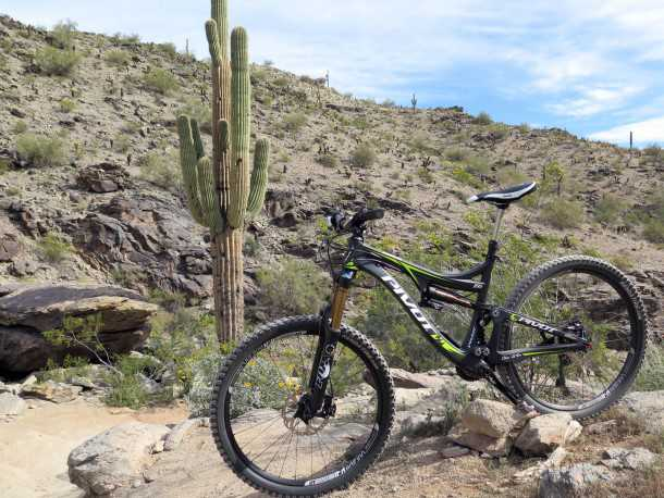 ביקור ב-PIVOT. על MACH6 באריזונה. אופניים רב-תכליתיים ממותג נחשב עם מחיר ויכולת בהתאם. צילום: רוני נאק