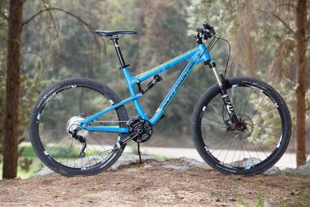 מבחן אופניים rocky mountain thunderbolt 750. אופני שבילים אגרסיביים או אופני אנדורו מרוככים? כך או אחרת היכולת כבר בפנים והשאר תלוי ברגליים ובריאות שלכם. צילום: תומר פדר