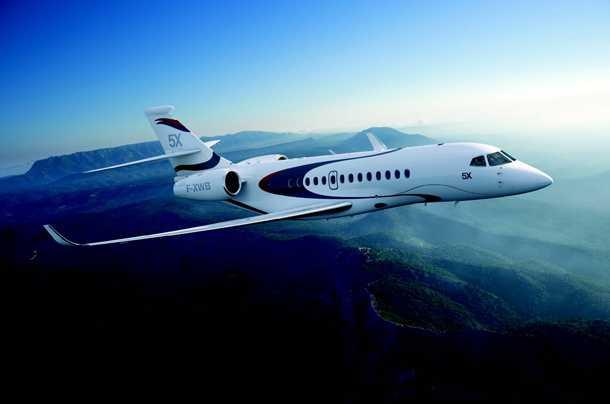 Dassault FALCON 5X. דור חדש ומלהיב של מטוס מנהלים בסגמנט הבינוני. עם מעטפת אירודינאמית מודרנית ומעניינת מאד המאפשרת שיוט מהיר אך גם מהירות גישה איטית לשדות תעופה משניים. צילום: Dassault