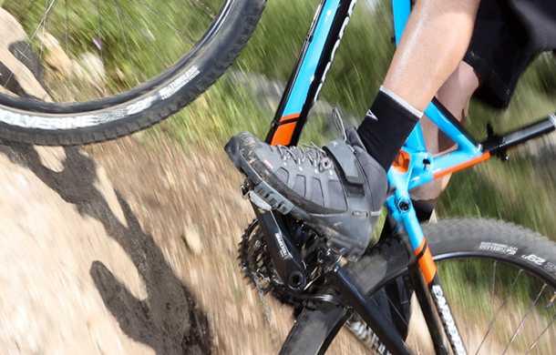 נעלי רכיבה VAUDE TRAIL HEAD. נעל מאסיבית המספקת הגנה ותמיכה מעולים לרגל. האיכות הכוללת מעולה והמחיר בהתאם. צילום: תומר פדר