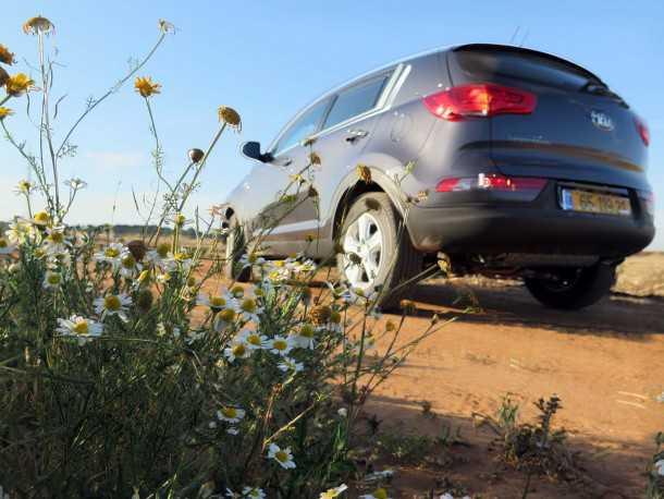 מבחן רכב קיה ספורטאז' URBAN. מנוע חזק יותר, מראה מעודכן ואיכות חיים משופרת. הדיסוננס בין חלל הפנים הקודר לחיצוניות הנאה מאד נוכח. צילום:רוני נאק