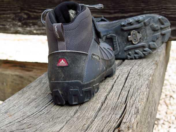 נעלי רכיבה VAUDE TRAIL HEAD. נעל מאסיבית המספקת הגנה ותמיכה מעולים לרגל. האיכות הכוללת מעולה והמחיר בהתאם. צילום: רוני נאק