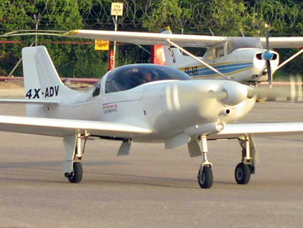מטוס מבניה עצמית LANCAIR 360. זול יותר ויעיל יותר ממטוס סדרתי - כאב ראש לבנות את זה! צילום: בעלים
