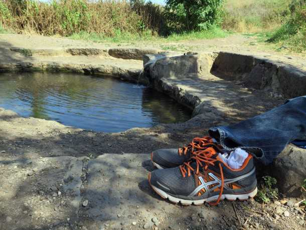 טיול שטח מנהריים לשרונה עם יונדאי IX35. מעיין שרונה. הספיקה לא מאד חזקה (בכל הארץ) אבל מצאנו את המקום נקי והמים צלולים ומזמינים. צילום: רוני נאק