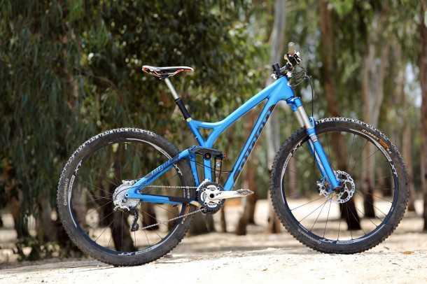 מבחן אופניים Niner RIP9RDO? אקזוטיקה כחולה. משרעת יכולת רחבה מאד, משקל ואיבזור מוכנים לתחרות. מחיר? כ-30 אלפי שקלים. צילום: תומר פדר